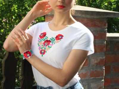 Biele tričko s ručnou výšivkou