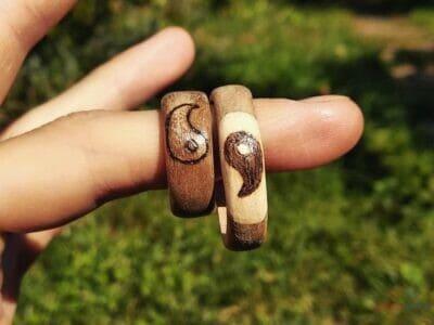 Drevené ručne vyrábané prstene s gravírom