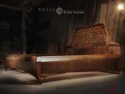 Manželská posteľ na rozmer matraca 180-200cm