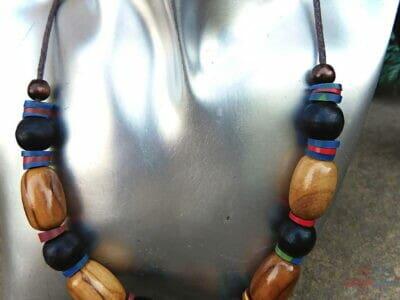 drevený kombinovaný náhrdelník elegancia