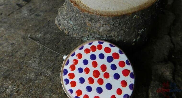 drevená javorová brošňa bodky