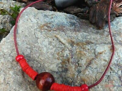 drevený kombinovaný červený náhrdelník