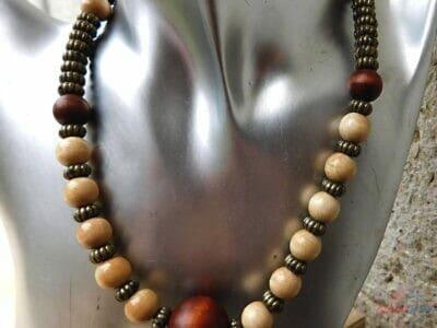 drevený kombinovaný náhrdelník vintage elegancia