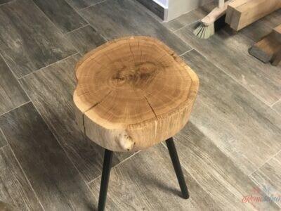 Dubový stolček