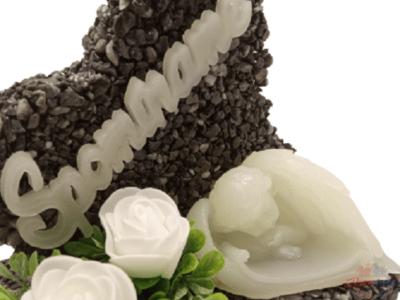 Kamienkové srdce tmavo sivé s bielymi ružami