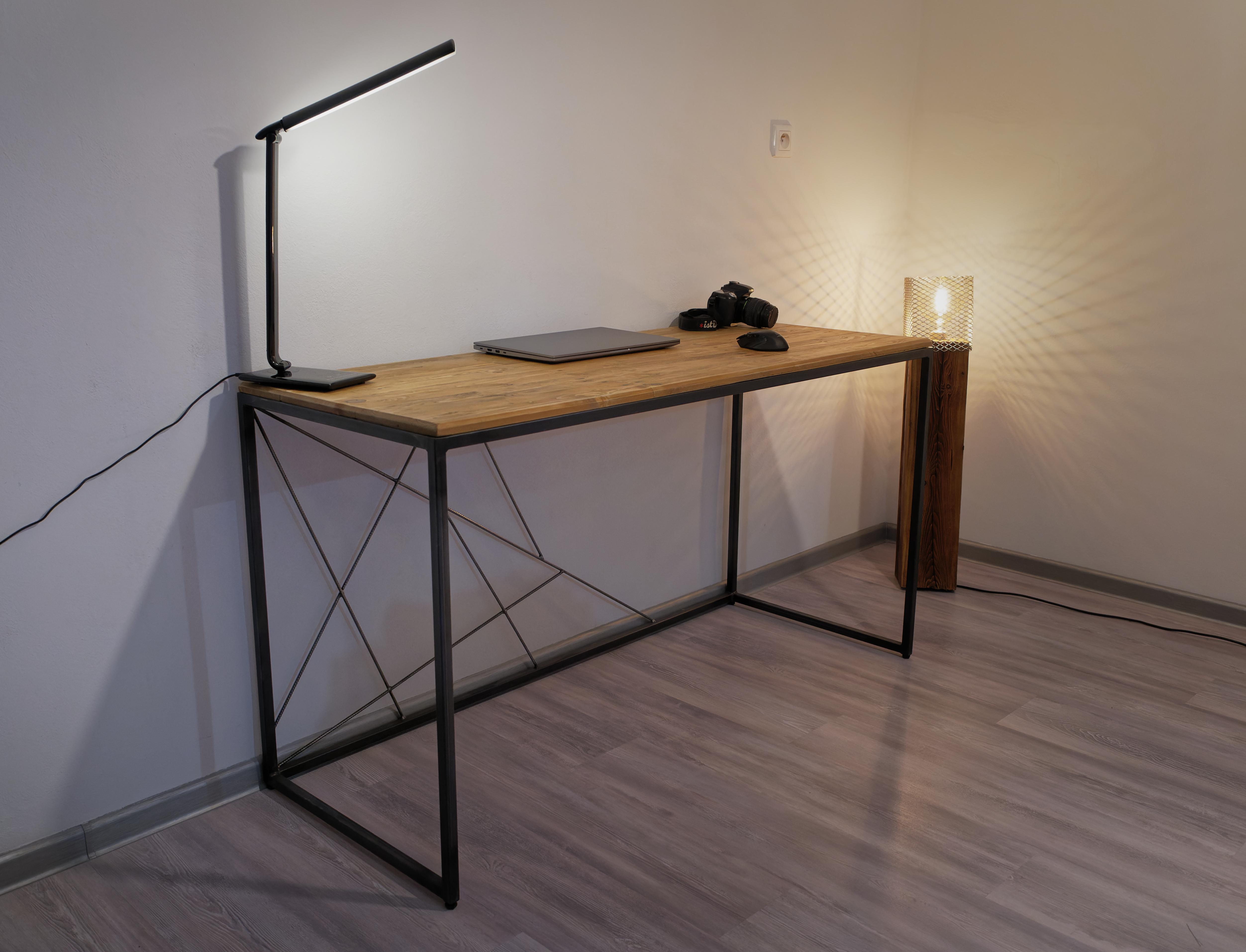 Minimalistický moderný písací/PC stôl