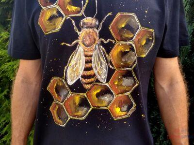 Maľované tričko so včelou
